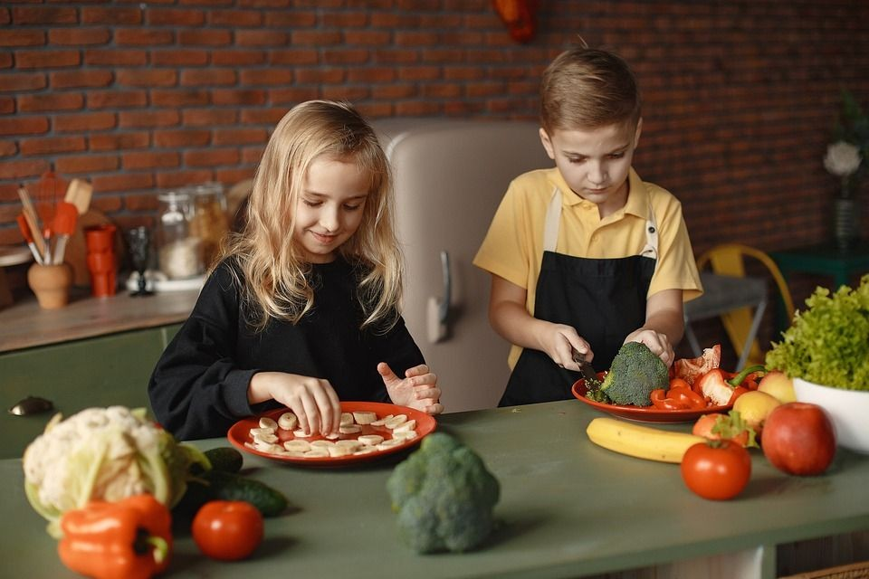 How to Help Your Kids Develop a Healthy Relationship with Food